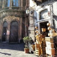 Wo man in Catania