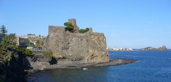 castles of Sicily: castello normanno di Aci Castello