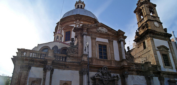 the historic districts of Palermo: the Palazzo Reale or Albergheria
